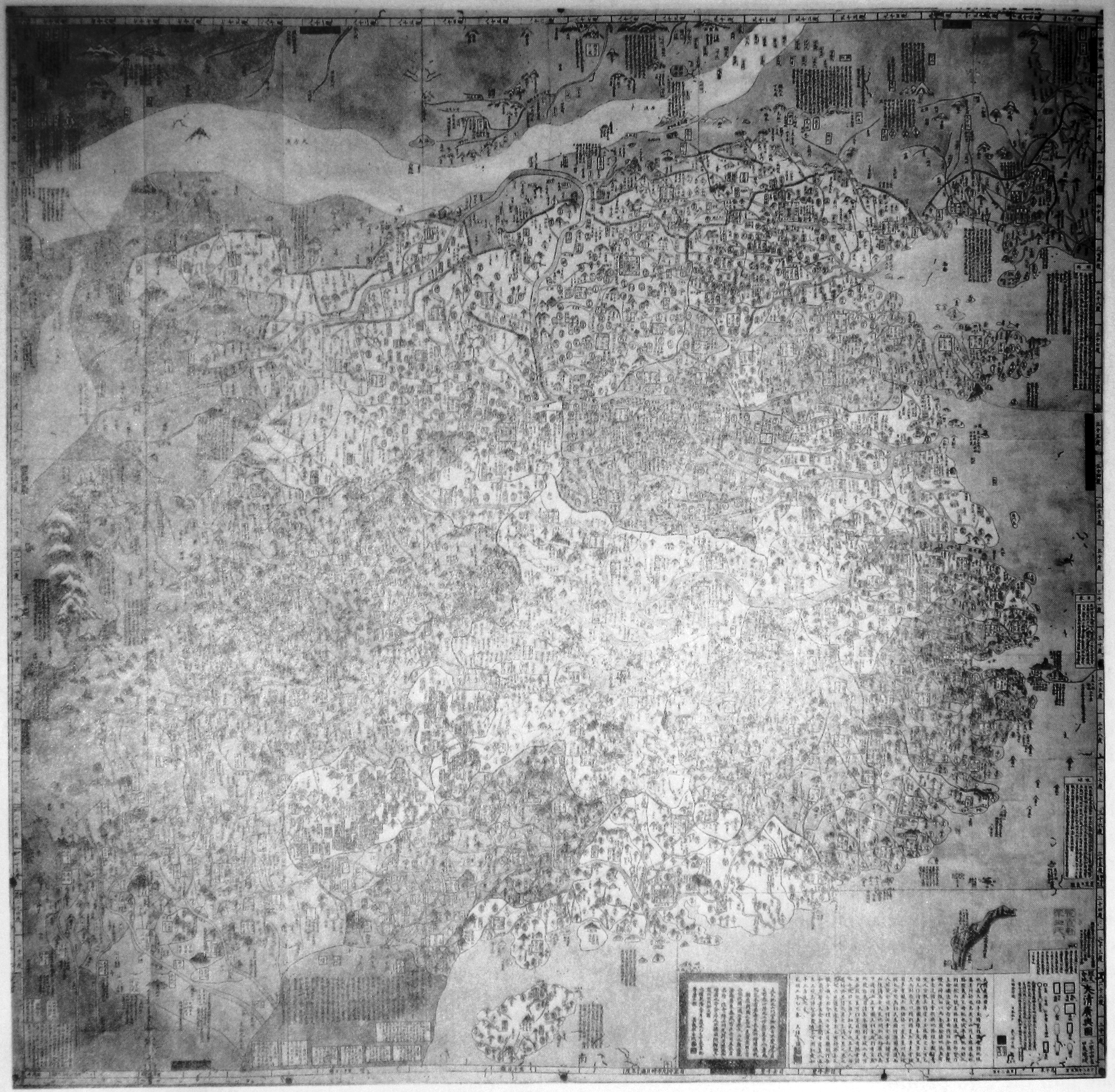 Photo of the 1785 Edo Jidai 江戸時代 (Edo Period)(1603-1868) Japan, Dai Shin Koyozu 大清広輿図 (Enlarged Illustration of the Great Qing) map