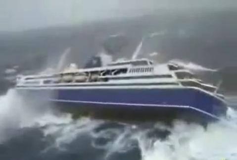 Cruise ship experiencing parametric rolls in high seas