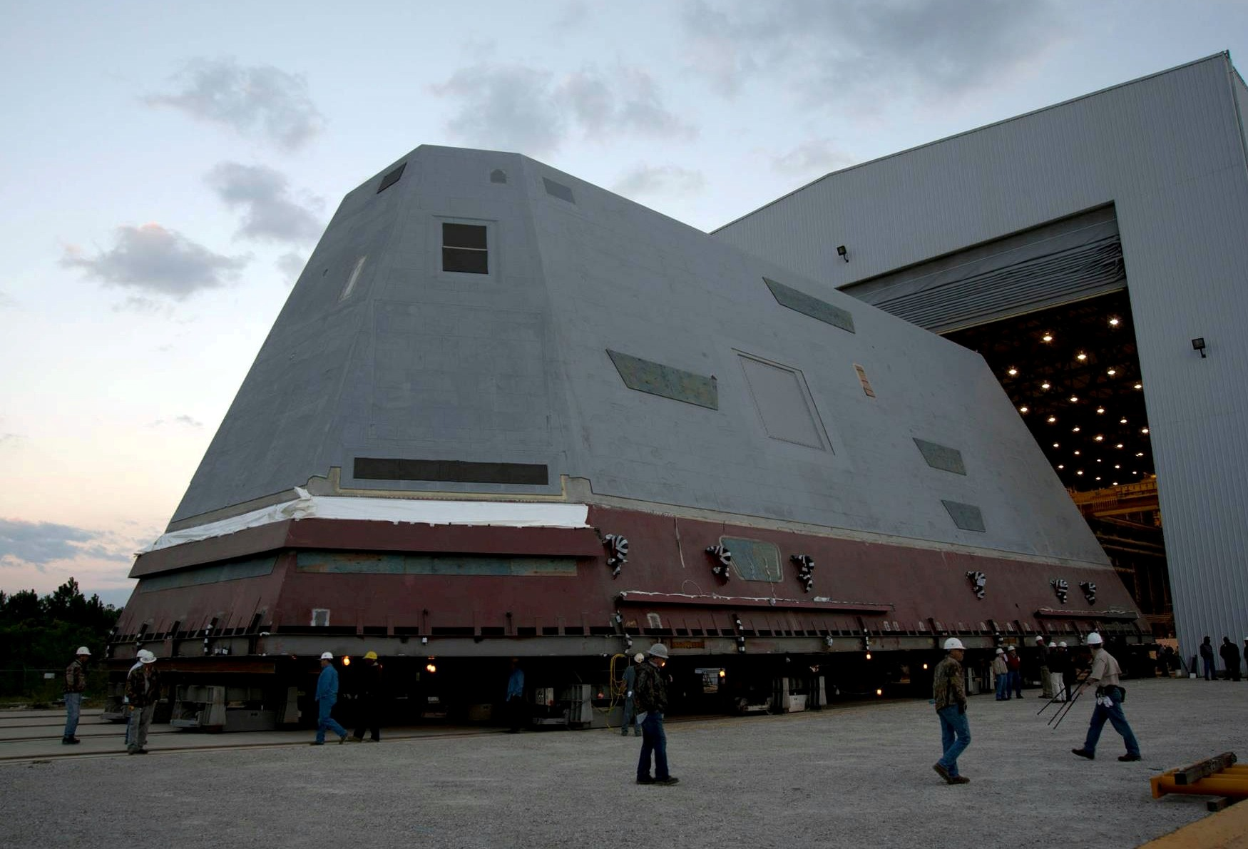 USS Zumwalt, DDG 1000, 900-ton Deckhouse - Huntington Ingalls Industries, and Defense News, 2012