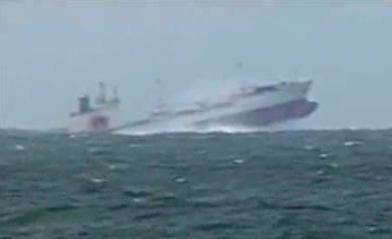 Freighter experiencing large pitching motion in high seas